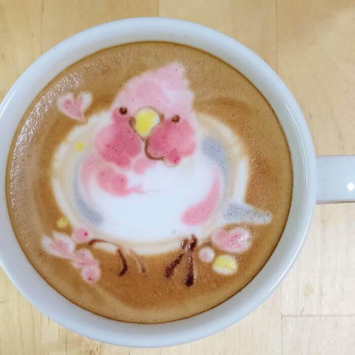 Café com tema de pássaro do artista japonês Ku-san