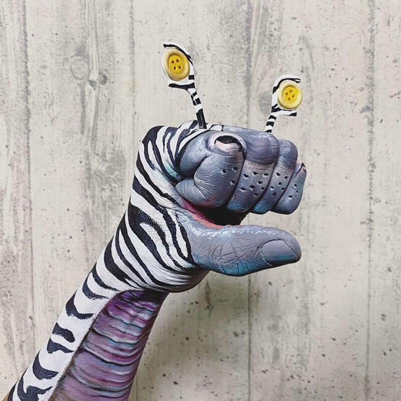 Monstros de mão impressionantes pintados pelo maquiador JIRO