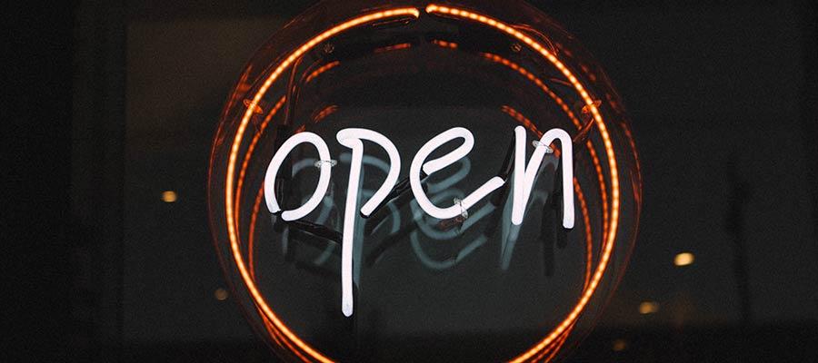 Proprietário vs. código aberto: como escolher o CMS certo
